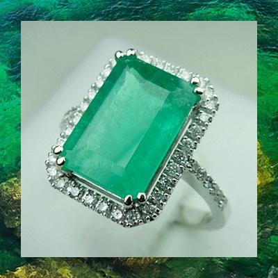 R00047: แหวนมรกตโคลัมเบีย 4.1 ct. ล้อมเพชร